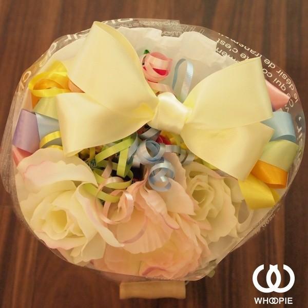 選べる7色!サテンリボンたっぷりのお菓子の花束 贅沢でカラフルなデザイナーズキャンディブーケ・ラウンド型・レインボー