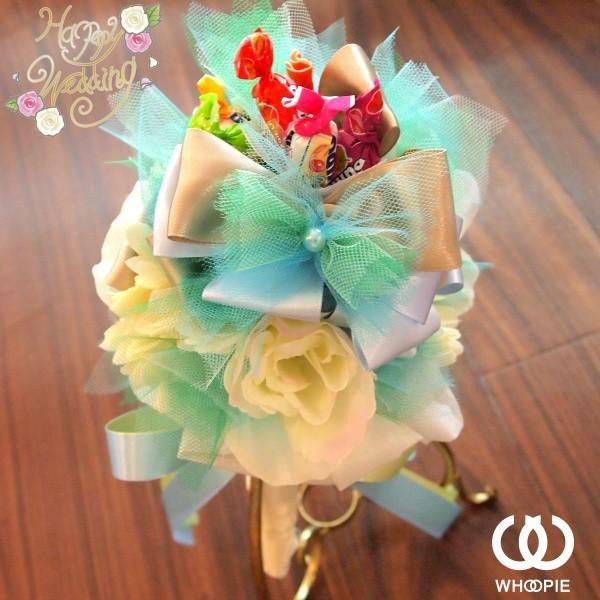 サテンとふわふわチュールがかわいい!爽やかカラーのウエディングブーケトス専用キャンディブーケ・ミントブルー