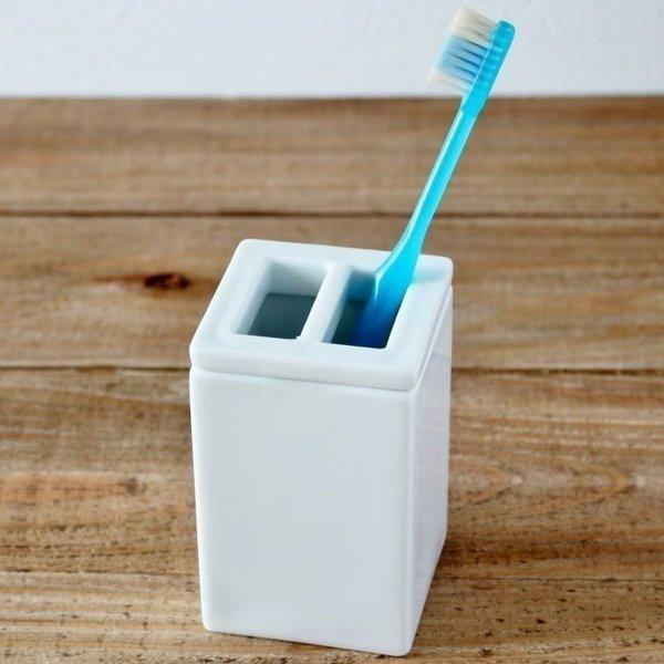 歯ブラシホルダー 歯ブラシスタンド 歯ブラシ立て 洗面用品 サニタリー 陶器 白 シンプル インテリア 雑貨 ロロ