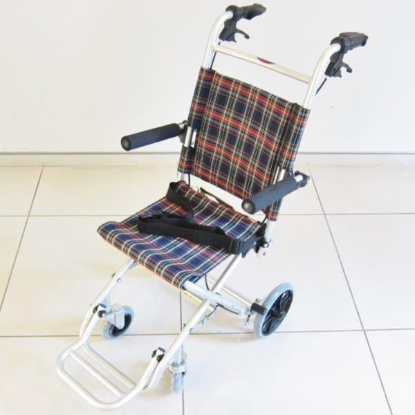 車椅子 全3色 簡易 車イス 送料無料 カドクラ KADOKURA タッチ A502-AK|xenashopping|03