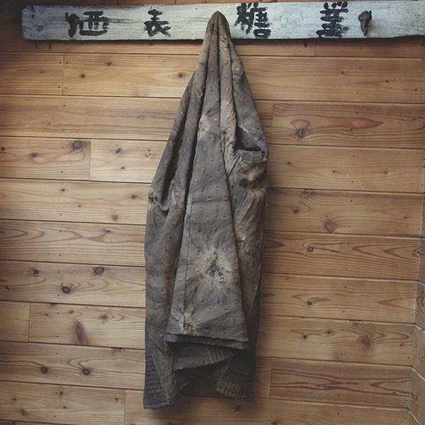 柿渋染め格子柄のレディース ロングジャケット 裏も柿渋染め絞り柄コート|yatsugatakestyle|06