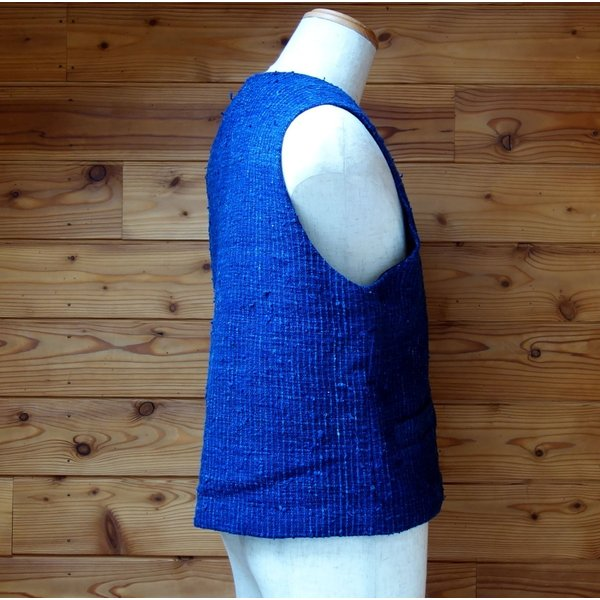 シルク手紡ぎ手織り藍染めの布で作ったメンズベスト・レディースにも|yatsugatakestyle|03