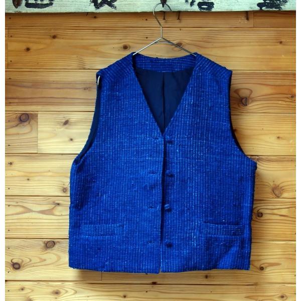 シルク手紡ぎ手織り藍染めの布で作ったメンズベスト・レディースにも|yatsugatakestyle|05