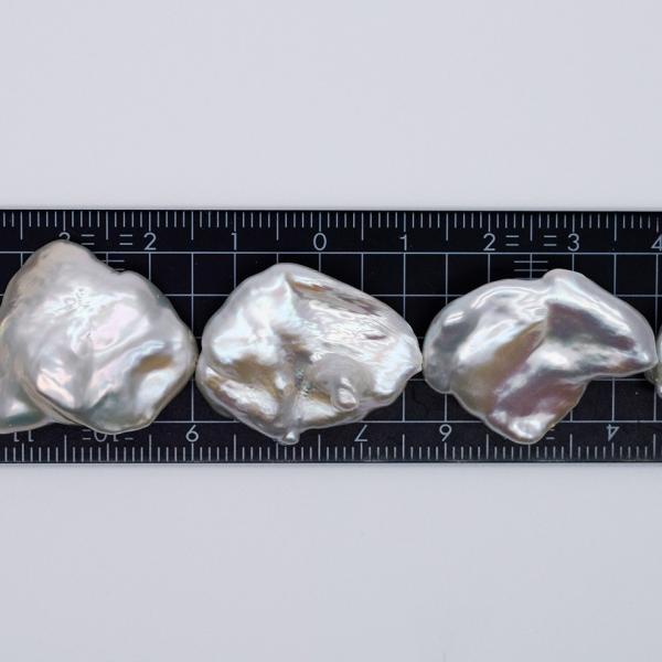 希少 大粒 オーロラ 花びら ケシパール 1粒  20~26mm 淡水真珠 シルバーホワイト系 クレオ穴 バロック|yusa-jewelry|03