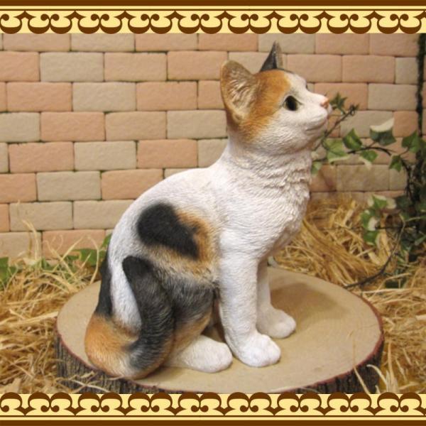 猫の置物 リアル 三毛猫の置物 癒し ミケネコ ネコのフィギア ねこのオブジェ キャット ガーデニング 玄関先 陶器 zakkakirara 04