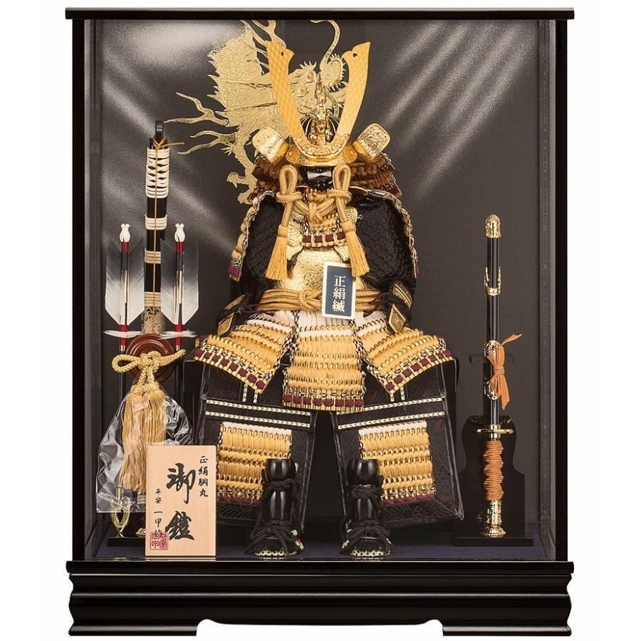 五月人形 鎧兜 ケース飾り 鎧飾り 平安一甲作 黄金 おうごん 5号 正絹 盛上げ龍バック オルゴール付 h285-moys-026