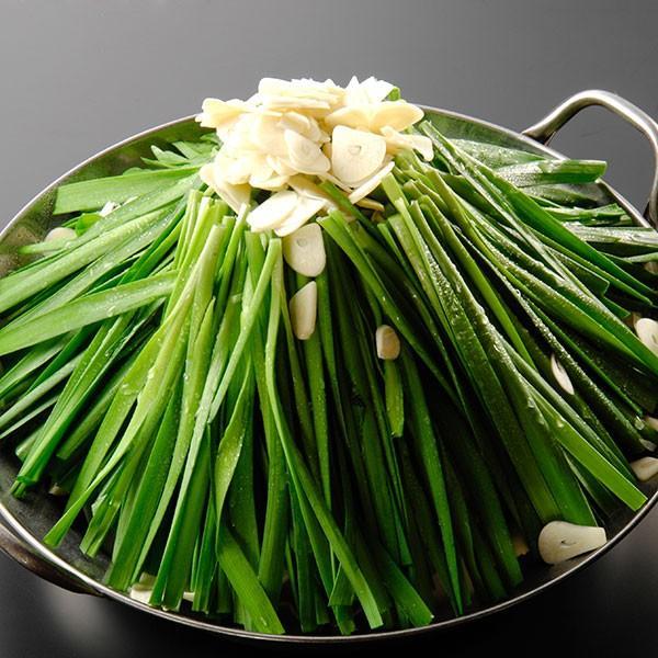 もつ鍋らくらく全具材入りセット(1人前) 国産牛もつ&厳選野菜を使用した定番豚骨味・和風醤油味の二つの味から選べるもつ鍋セット。煮込むだけの簡単調理! 400804 06