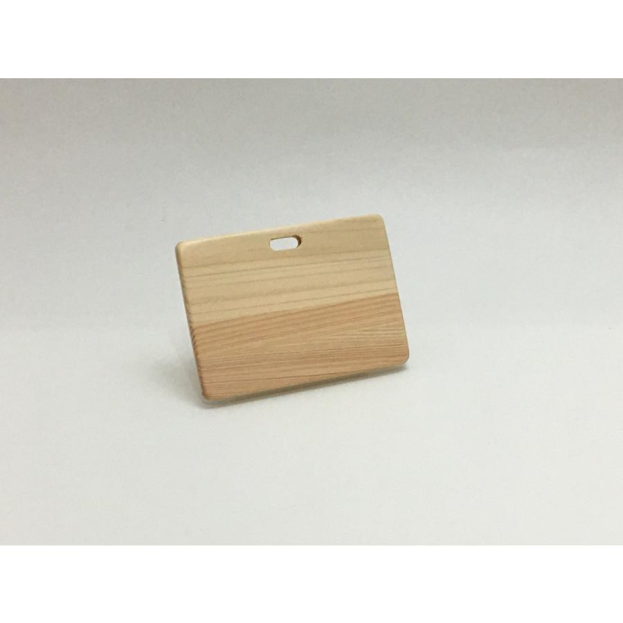 ヒノキで作ったIDカードホルダー・社員証入れ(カードが2枚入ります)|9kei|03
