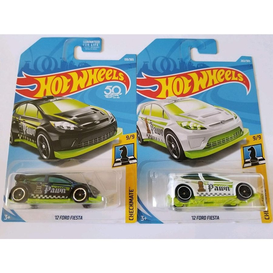 1:64 Scale Hot Wheels 2018 Checkmate 9/9 - '12 Ford Fiesta (黒 & 白い - Pawn) - Set of 2!