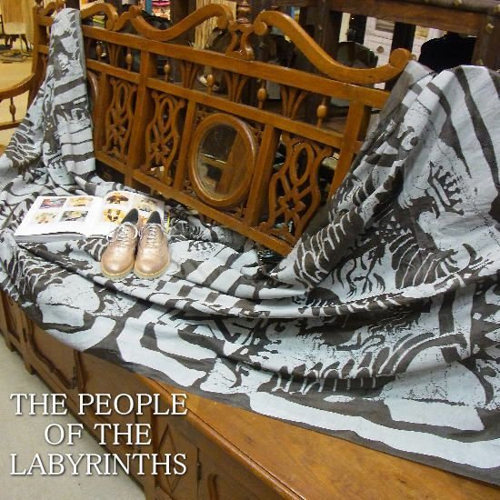 THE PEOPLE OF THE LABYRINTH Holland /黒