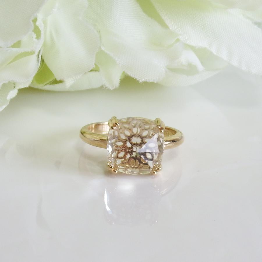 万華鏡のようなクォーツ(水晶)と透かし模様K18ゴールドリング airejewelry