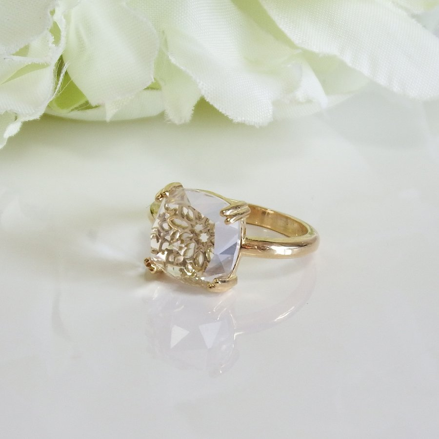 万華鏡のようなクォーツ(水晶)と透かし模様K18ゴールドリング airejewelry 02