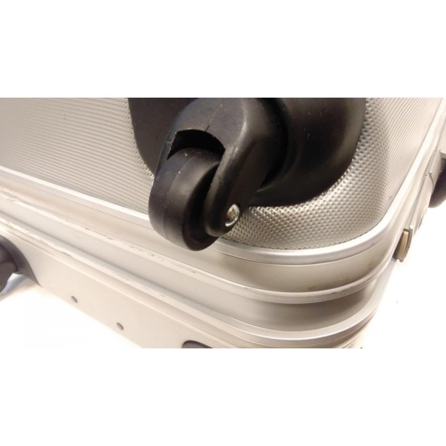 スーツケース・キャリーバッグキャスター交換修理(1ヶ所)|akakutsu|03