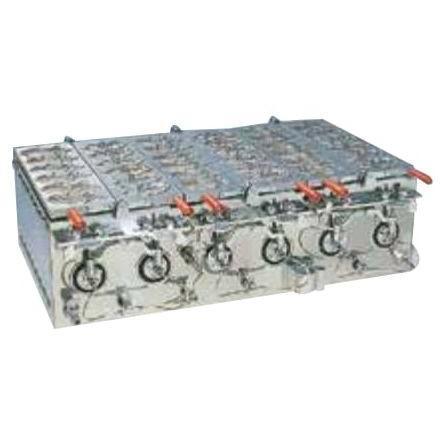 ガス特殊金属管式 たい焼機(3連用) OWD-0404G