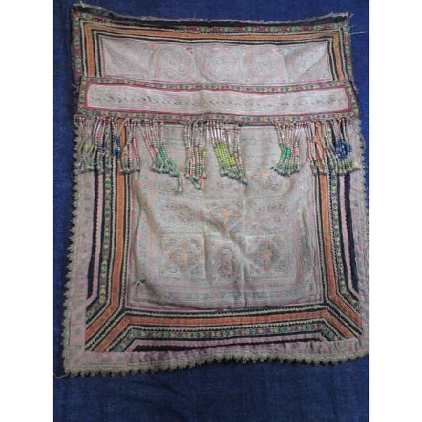 メオ族のおんぶ布(古物・中央飾り部分)