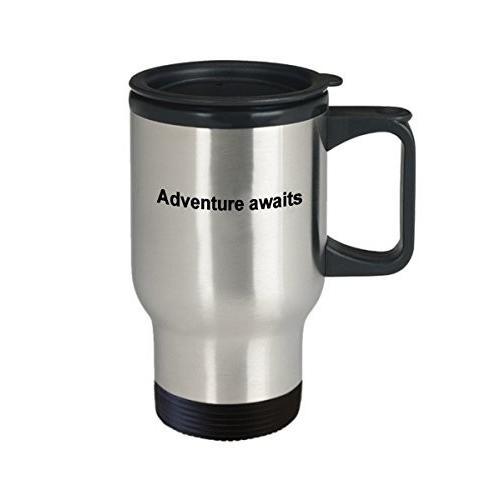 Adventure Awaitsマグ、旅行コーヒーカップfor Graduationまたは旅行