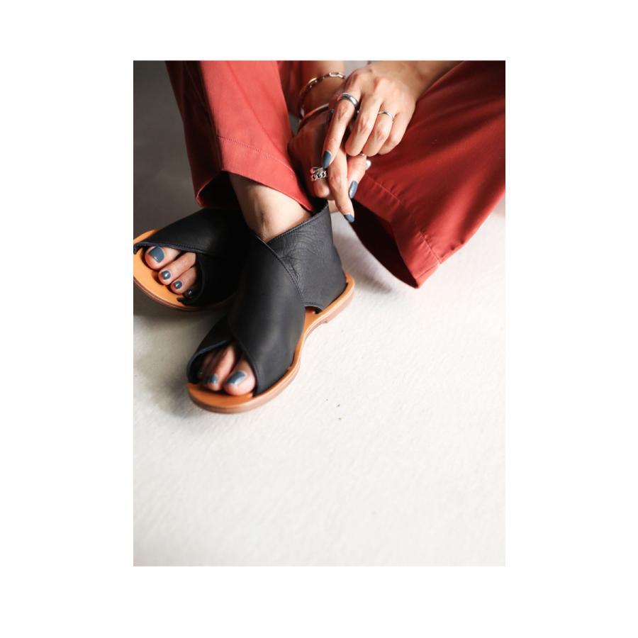 日本製、本革、足を包む柔らかい革。本革クロスサンダル 送料無料・4月30日0時〜再再販。メール便不可 母の日 antiqua 11