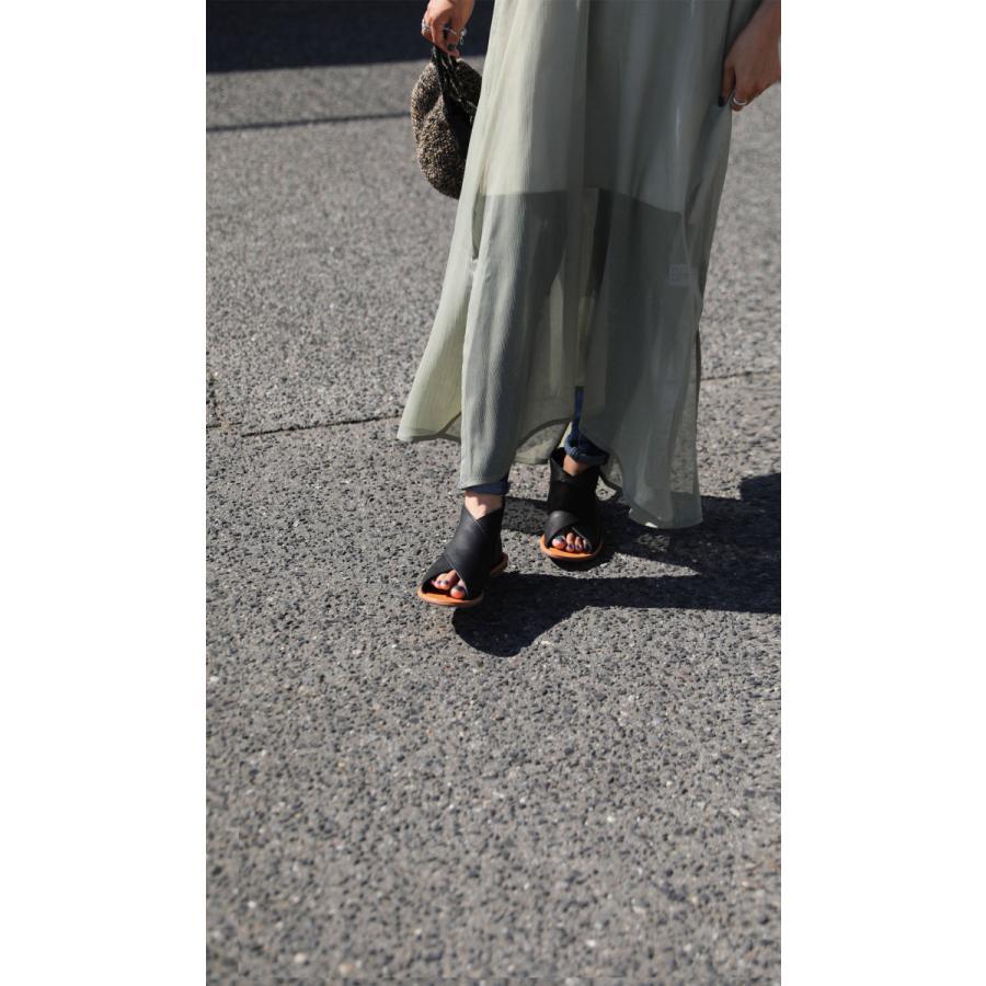 日本製、本革、足を包む柔らかい革。本革クロスサンダル 送料無料・4月30日0時〜再再販。メール便不可 母の日 antiqua 12