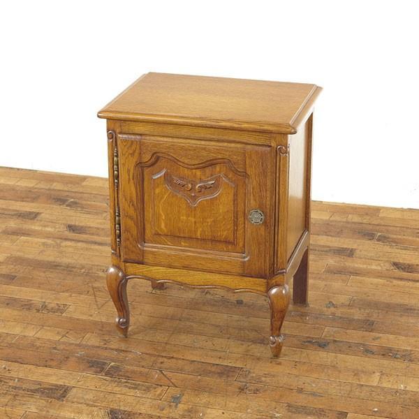 猫脚ナイトテーブル 小ぶりで使いやすいサイズ 上品でかわいい印象  小物収納 サイドキャビネット フランス家具 62865b