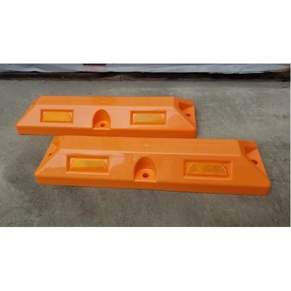 安全用品 | リサイクル車止めパーキングストップ12本セット (高さ80mm オレンジ色) 反射プレート付き スクリューアンカーセット