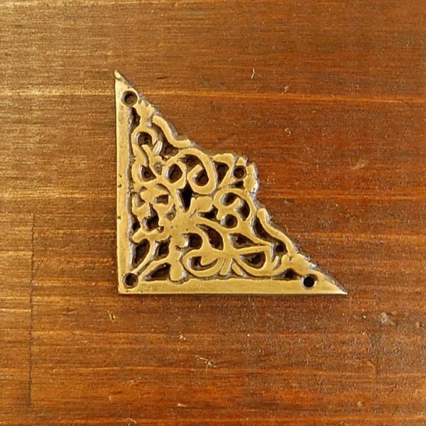 ブラス飾り 角飾り 真鍮金具 インドネシア直輸入 インテリアパーツ 古色仕上げ DIY 家具部品 家具飾り アクセサリー部品 artcrew