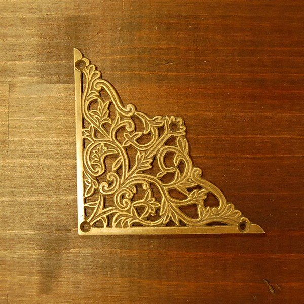 ブラス飾り 角飾り 真鍮金具 インドネシア直輸入 インテリアパーツ 古色仕上げ DIY 家具部品 修理部品 飾り部品 アンティーク|artcrew