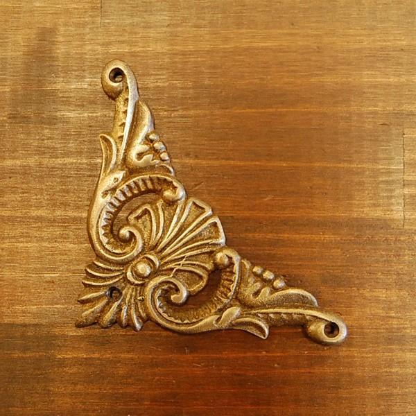 ブラス飾り 角飾り 真鍮金具 角あて 修理 インドネシア直輸入 インテリアパーツ アンティーク仕上げ 古色仕上げ DIY 家具部品|artcrew