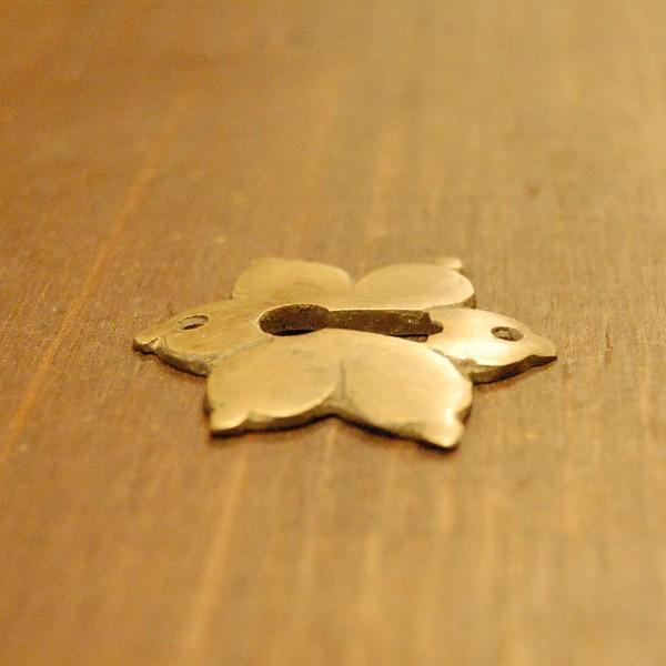 ブラス鍵穴460 真鍮金具 インドネシア直輸入 インテリアパーツ 古色仕上げ アンティーク仕上げ アクセサリーパーツ 真鍮部品 鍵飾り|artcrew|03