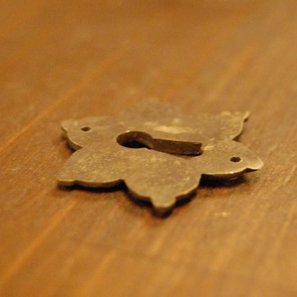 ブラス鍵穴460 真鍮金具 インドネシア直輸入 インテリアパーツ 古色仕上げ アンティーク仕上げ アクセサリーパーツ 真鍮部品 鍵飾り|artcrew|04