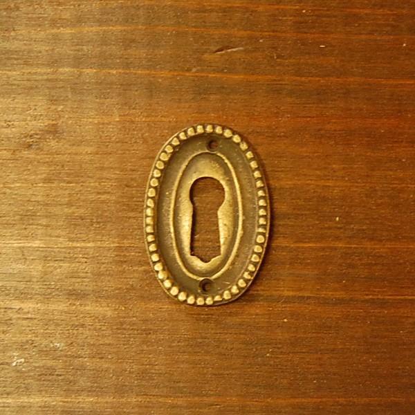 ブラス鍵穴462 真鍮金具 カギ穴 アクセサリーパーツ インドネシア直輸入 インテリアパーツ アンティーク仕上げ 古色仕上げ DIY 家具部品|artcrew