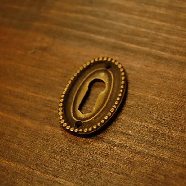 ブラス鍵穴462 真鍮金具 カギ穴 アクセサリーパーツ インドネシア直輸入 インテリアパーツ アンティーク仕上げ 古色仕上げ DIY 家具部品|artcrew|02