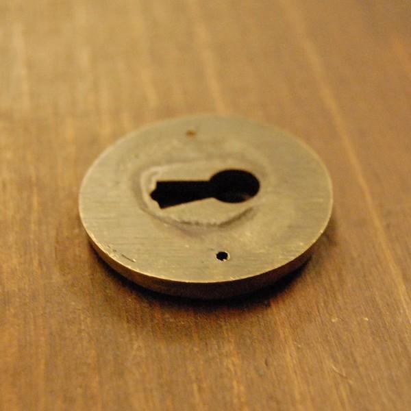 ブラス鍵穴537 真鍮金具 家具部品 鍵部品 アンティーク仕上げ DIY 日曜大工 引き出し部品 インドネシア直輸入 インテリアパーツ 古色仕上げ artcrew 04