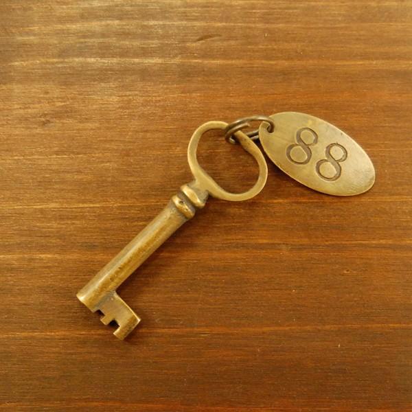 ブラス鍵539 真鍮金具 家具部品 鍵部品 アンティーク仕上げ DIY 日曜大工 引き出し部品 インドネシア直輸入 インテリアパーツ 古色仕上げ artcrew