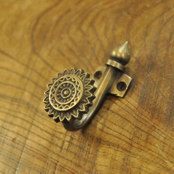 真鍮フック ブラス 洋服掛け 帽子掛け カバン掛け インテリアパーツ 古色仕上げ  DIY 修理  アンティーク仕上げ 家具部品 インドネシア直輸入 artcrew