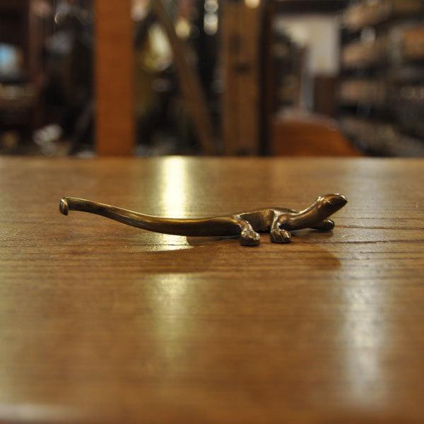 ペーパーウェイト 真鍮 ブラス トカゲ型 文鎮 文房具 ステーショナリー  フォークレスト 箸置き アンティーク仕上げ 贈り物 ラッキーチャーム|artcrew|05