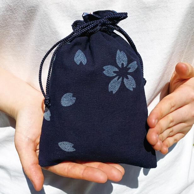 徳島の阿波藍染め巾着「桜」