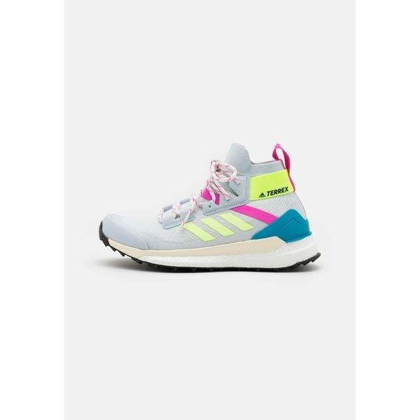 アディダス シューズ レディース ハイキング TERREX FREE HIKER PRIMEBLUE  - Hiking shoes - halo blue/hi-res yellow/screaming pink