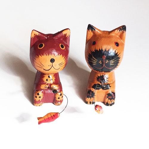 のんびりと釣りをする木彫りネコ〈クリーム/ブラウン〉アニマル オブジェ 木彫り アジアン雑貨 バリねこ 猫 手作りバリ木彫・置物|atelier-ayumi