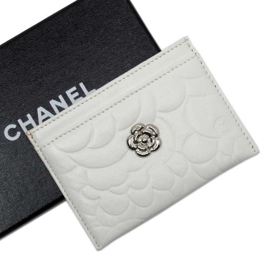 シャネル CHANEL パスケース カードケース カメリア レザーx金属素材 ホワイトxシルバー 定番人気
