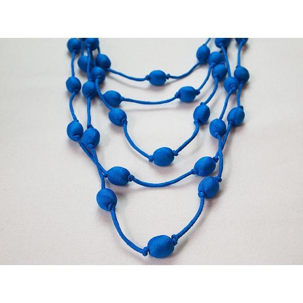 ハンドメイドのシルクアクセサリー ビーズネックレス5連 単色 青 cambodia 02