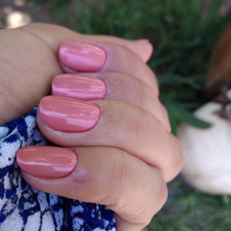 爪が紫色だから
