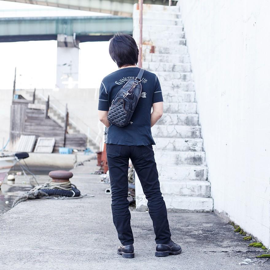 ボディバッグ メンズ 本革 ブラック キルティング オイルレザー B5サイズボディバッグ レザー オイルシュリンク レザー プレゼント ギフト|cowbell|02