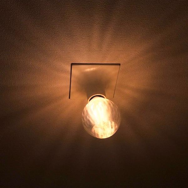透明な LED電球カバー シェードのみ 横波模様の傘 直径10cm 裸電球にかぶせる おしゃれな照明カバー きらめくランプシェード dasyn 05