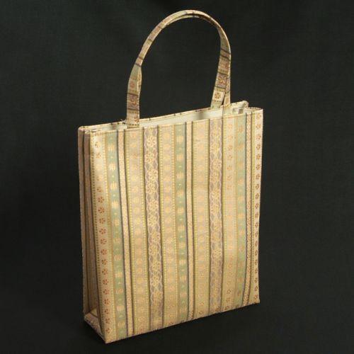 金襴バッグ 和洋兼用 礼装及びカジュアルスタイルのサブバッグ 縦型 有職小柄文様 手提げタイプ 日本製