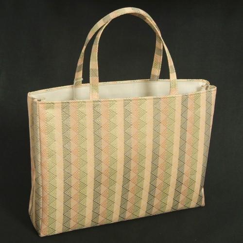 金襴バッグ 和洋兼用 礼装及びカジュアルスタイルのサブバッグ 横型 手提げタイプ 鱗地文様 日本製
