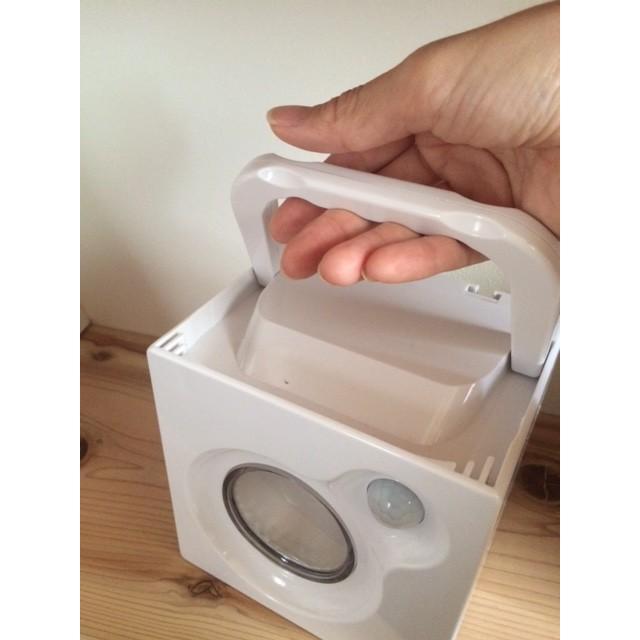 電源不要!センサーライト 四角い置き型「キューブ」 ハンドル&壁かけ金具付き ソーラー&手巻き充電|dougumanzoku|02