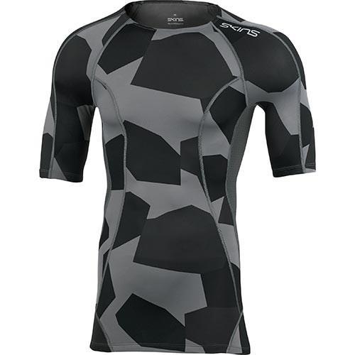 スキンズ(SKINS) メンズ 半袖Tシャツ A200 DNA M ショートスリーブ ディスコンストラクティブ×カモ×チャコール D95045031S DSCC トレーニングウェア