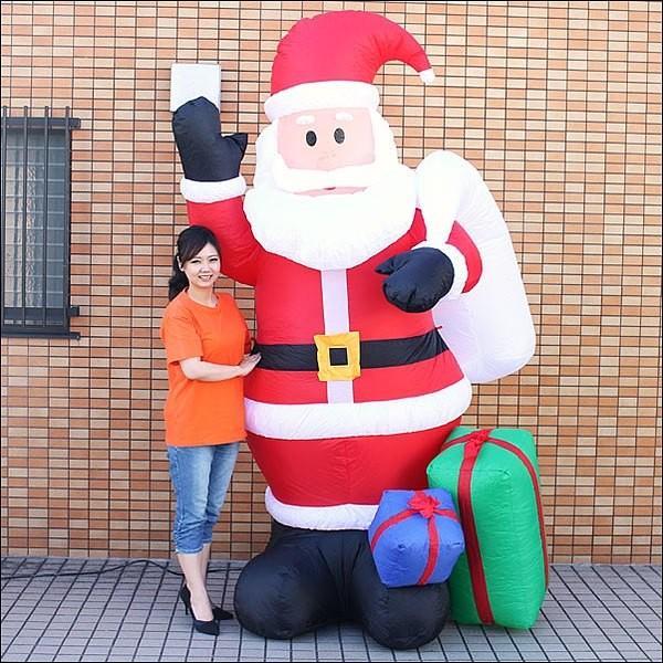 クリスマスエアブロー装飾 手が動くムービングサンタ H260cm / ディスプレイ エアブロウ [動画有]