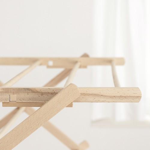 温かみとやさしさを感じる木製の折りたたみ式物干しスタンド