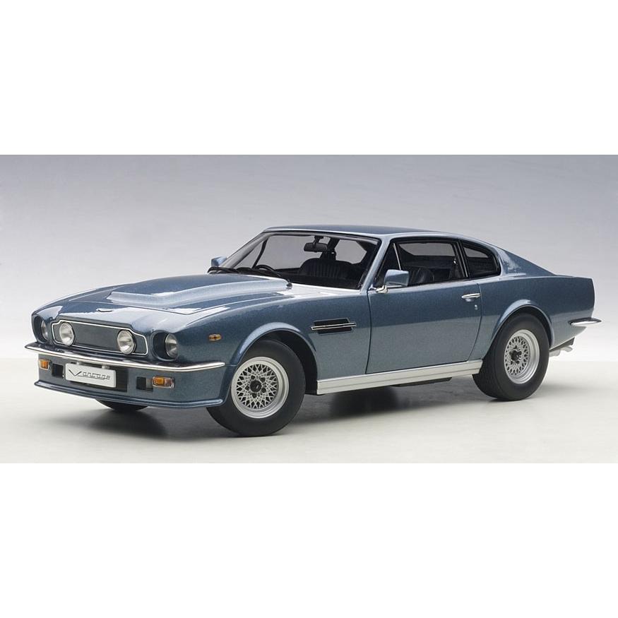 新品70223 オートアート1/18 アストンマーチン V8 ヴァンテージ 1985 (シルバー・ブルー)